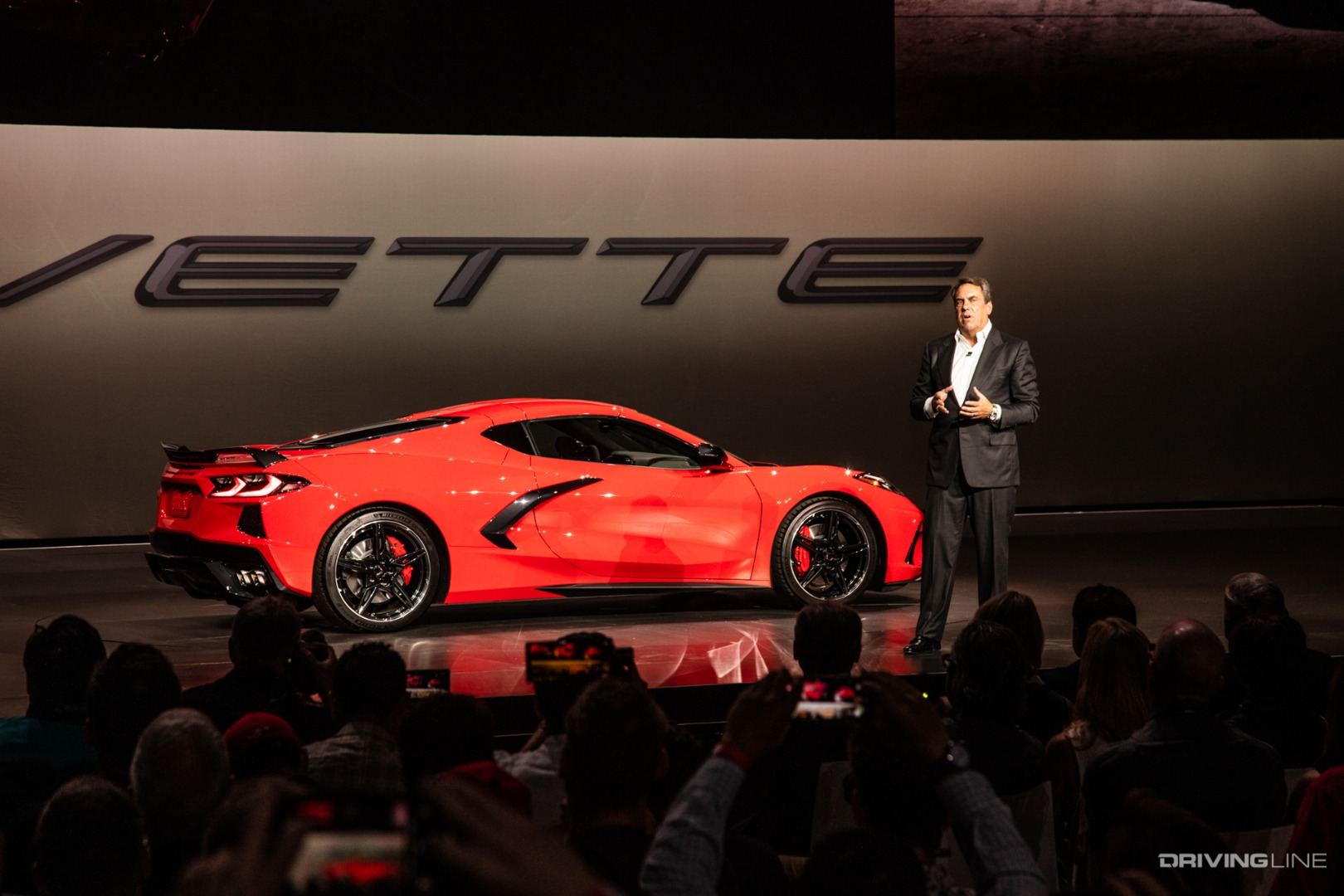 2020 Corvette Stingray: Mid-Engine American Supercar ...